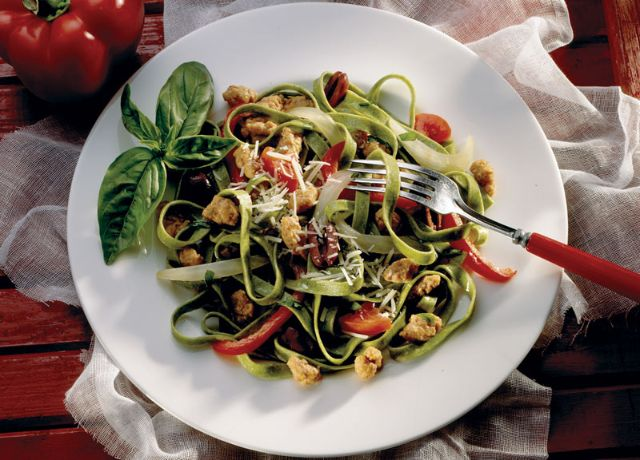 Image of Spinach Fettuccine with Sausage, Peppers & Olives